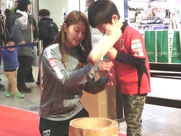 浦和コルソ「ちびっこ餅つき大会」にレディース-3