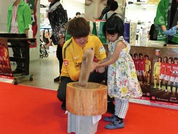 浦和コルソ「ちびっこ餅つき大会」にレディース-4