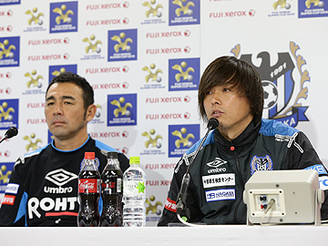 Team Manager Mischa and Abe attend official pre-match press conference ahead of the FUJI XEROX SUPER CUP 2015