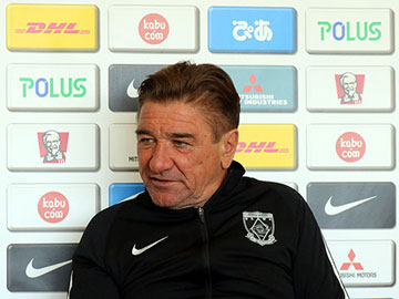 Team Manager Mischa – pre-match press conference the day before the match against Yokohama F. Marinos