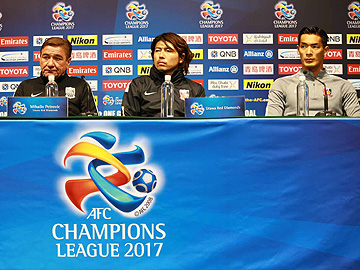 Team Manager Mischa and Player Tomoaki Makino attend official interview session the day before the match against Shanghai SIPG F.C