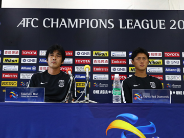 Team Manager Hori and Player Lee attend an official interview session the day before the match against Kawasaki Frontale