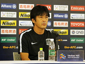 Team Manager Hori and Player Endo attend an official interview session the day before the match against Kawasaki Frontale