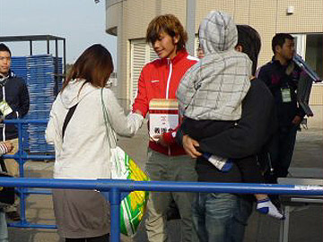 埼スタにて義援金募金活動