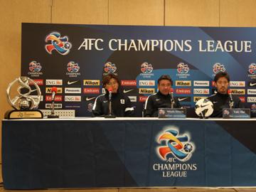 ミシャ監督と阿部が試合前日公式会見に出席