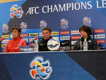 ミシャ監督と那須が試合前日公式会見に出席