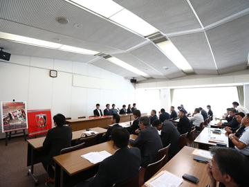 『REDS TOMORROW 200号発行感謝状贈呈式』に森脇が出席