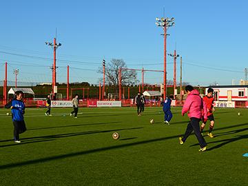 2/25(土)レッズランド「大人のためのサッカークリニック」開催!