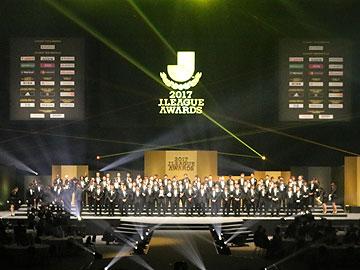 『2017 Jリーグアウォーズ』で興梠がベストイレブン、関根が最優秀ゴール賞を受賞