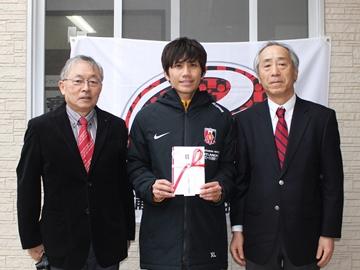 浦和レッズ後援会の選手表彰で、興梠が「会長賞」、柏木が「理事長賞」を受賞