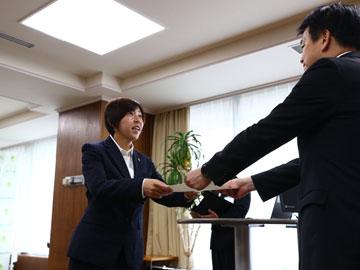 さいたま市教育委員会委員辞令交付式にレディース 柳田美幸コーチが出席