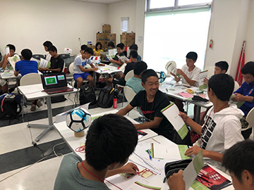 浦和レッズジュニアユース(中学2年生)が『Jリーグ版よのなか科』を実施