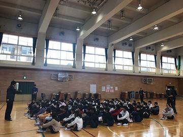 内舘秀樹ジュニアユースコーチが西浦和小学校で講話を実施
