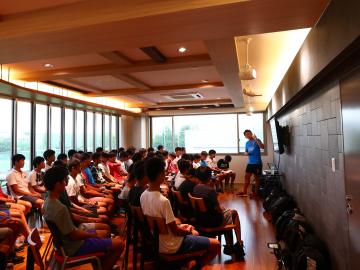 宇賀神友弥がジュニアユース選手に講話を実施